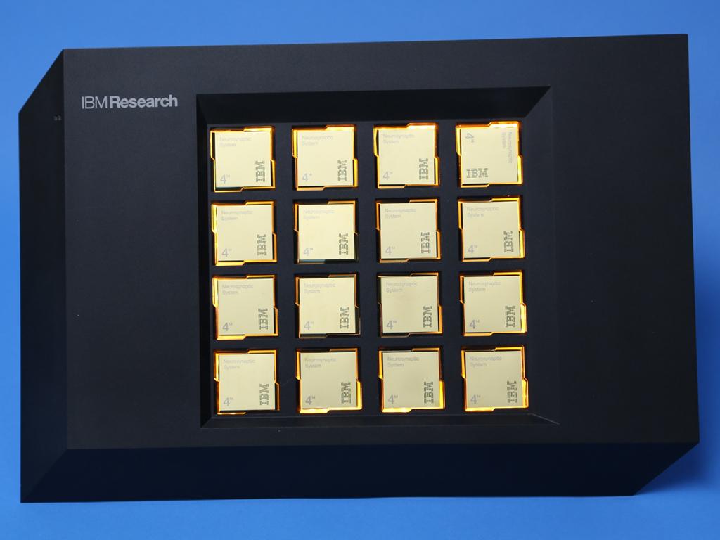 Платформа <i>IBM</i> на16 чипах <i>TrueNorth</i>.