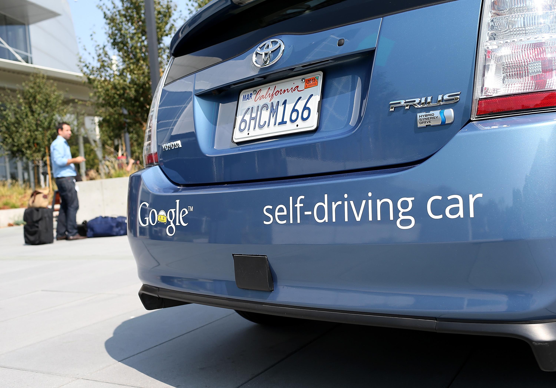 Что предпримет беспилотный автомобиль всложной ситуации? «Лучше подумать об этом заранее»,— решили власти Германии.
