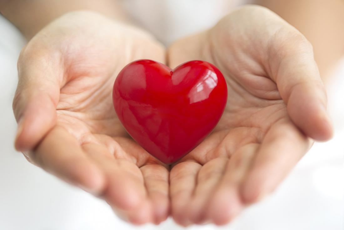 Иногда медикаментозной терапии оказывается недостаточно, чтобы взять под контроль сердечную недостаточность. Итогда пациентам зачастую приходится вставать вочередь ожидания донорского сердца.