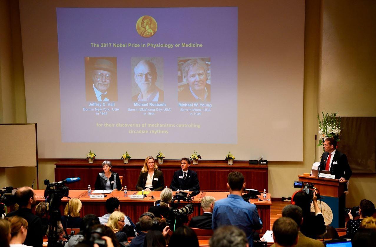 Нобелевская премия 2017 года вобласти физиологии имедицины в2017 году досталась американским исследователям.