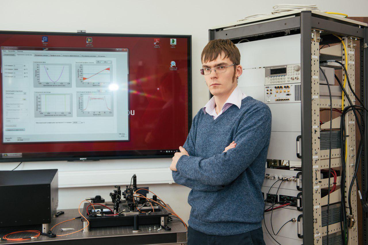 Константин Юшков, один из создателей системы контроля лазерных импульсов.