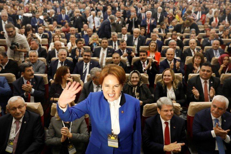 Бывший министр внутренних дел Турции Мераль Акшенер (тур. Meral Akşener).