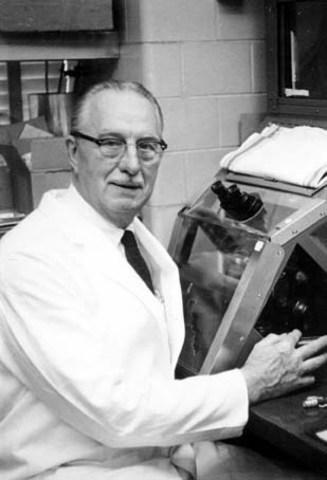 Специалист по клеточной биологии исоздатель линии HeLa, Джордж Отто Гей .