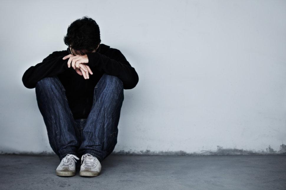 Прекращение употребления опиатов приводит нетолько кразвитию болевого синдрома, но икпоявлению таких симптомов, как депрессия ичувство тревоги.