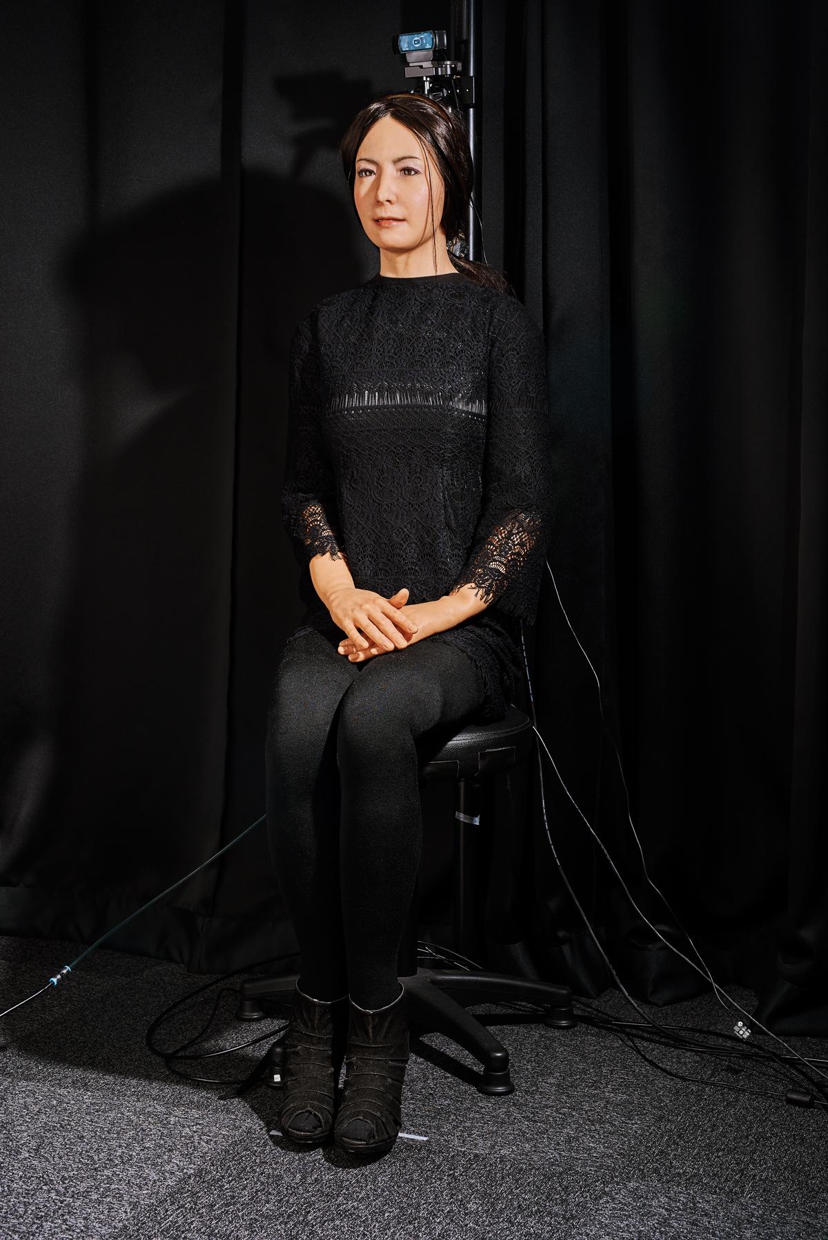 Geminoid F путешествовала по миру, участвуя вспектакле по пьесе, специально написанной для неё. Она также сыграла робота-компаньона вфильме 2015 года «Сайонара»