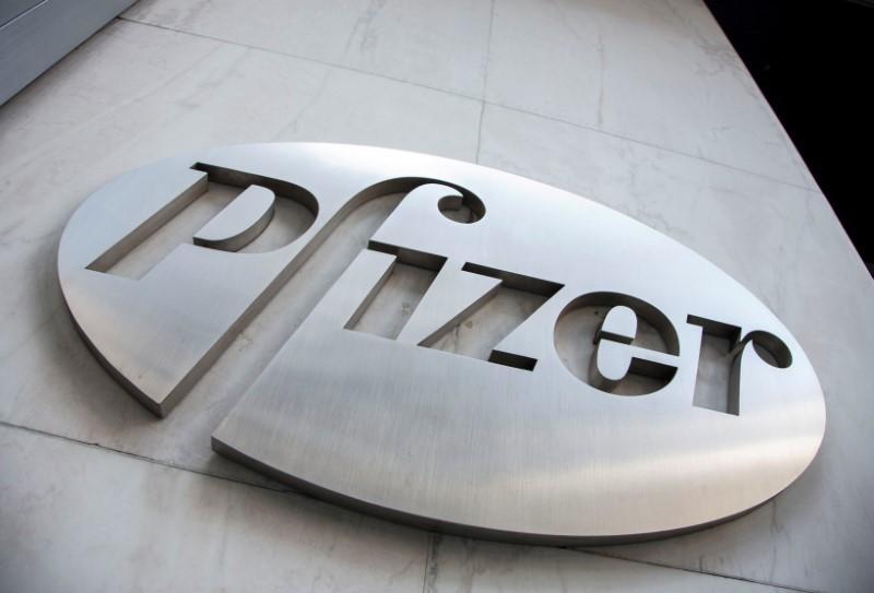 Логотип Pfizer наштаб-квартире компании вНью-Йорке.