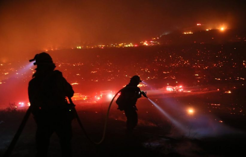 7 декабря 2017 года: пожарные тушат «Сиреневый пожар» (Lilac fire) вБонсолле, Калифорния