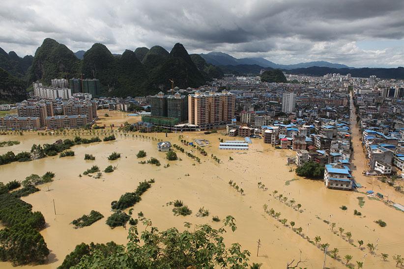 Лючжоу, Гуанси-Чжуанский автономный район Китая: 2 июля 2017 года вЖуншуй-Мяоском автономном уезде рост уровня воды вызвал наводнение. Врезультате продолжительного дождя уровень воды вреке Жун поднялся на5,4 метра выше предупредительной линии, и2 июля Жуншуйский уезд оказался затопленным