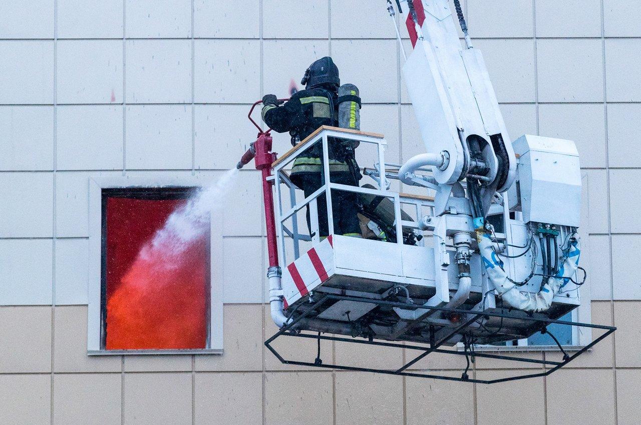 Борьба согнём вТРЦ «Зимняя вишня». Фото: Данил Айкин / ТАСС / Scanpix / LETA