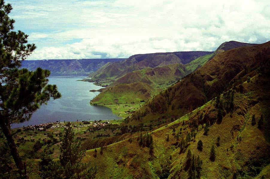 Площадь кальдеры вулкана Тоба— 1775 км<sup>2</sup>. Сегодня вней находится озеро Тоба— крупнейшее наСуматре.