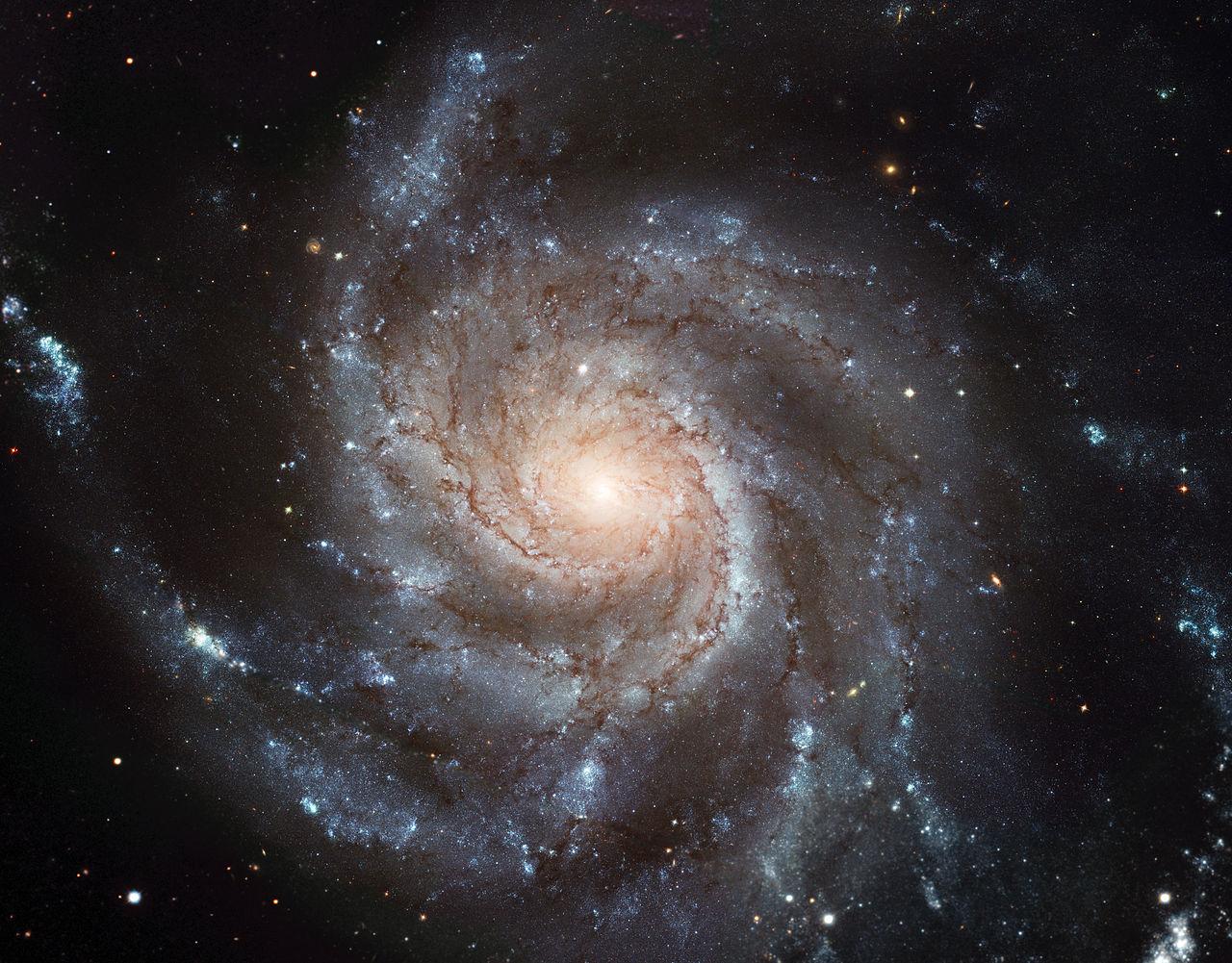 """Вертушка (Messier 101, M 101, NGC 5457)— спиральная галактика всозвездии Большая Медведица. Насегодняшний день это крупнейший инаиболее детальный снимок галактики, сделанный телескопом Хаббла. Он был составлен из 51 отдельного кадра. <a href=""""https://upload.wikimedia.org/wikipedia/commons/c/c5/M101_hires_STScI-PRC2006-10a.jpg"""">По ссылке</a> вы можете посмотреть этот снимок вбольшом (15 852 × 12 392 пикселя) разрешении."""