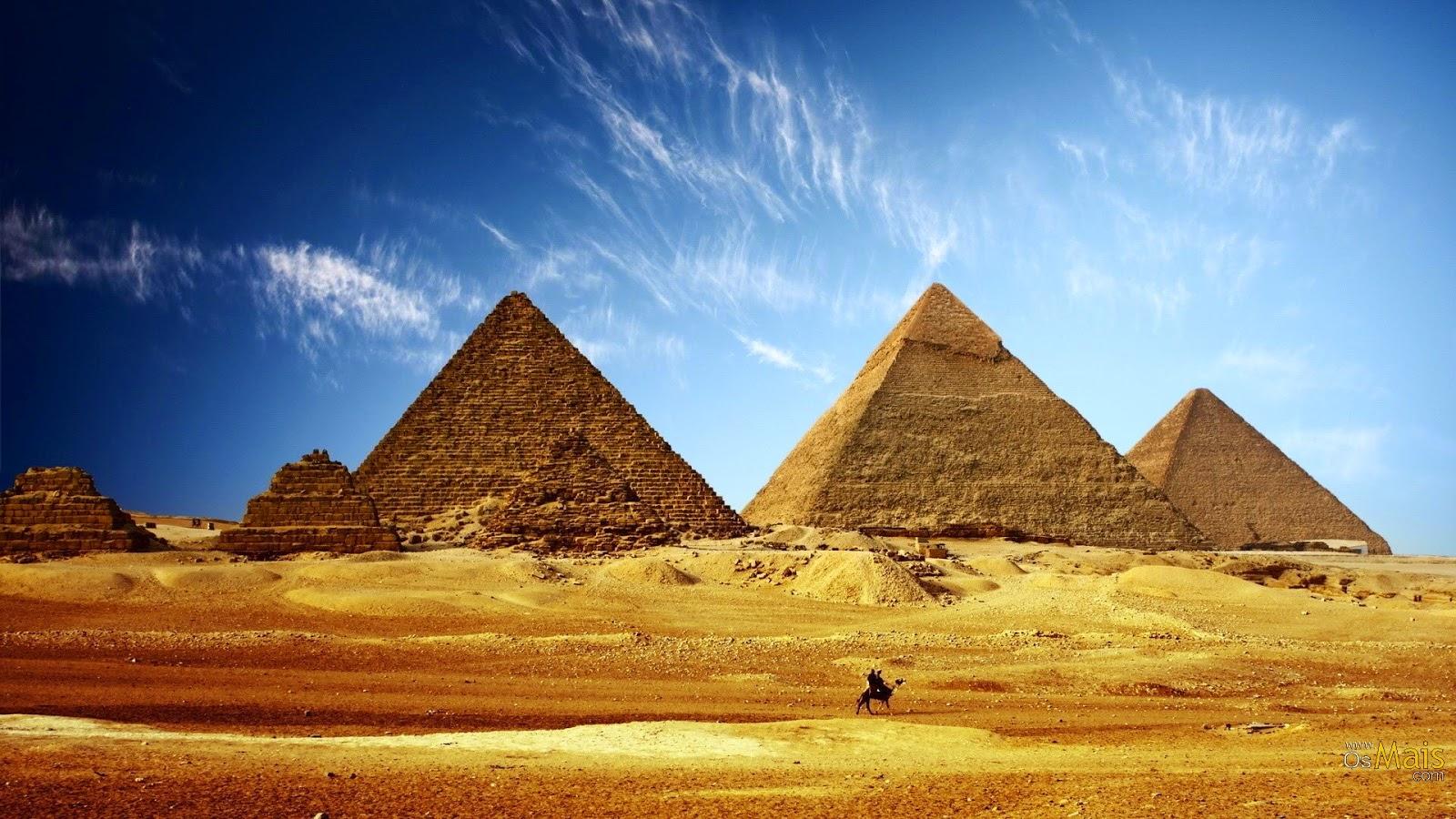 Кто построил пирамиды?