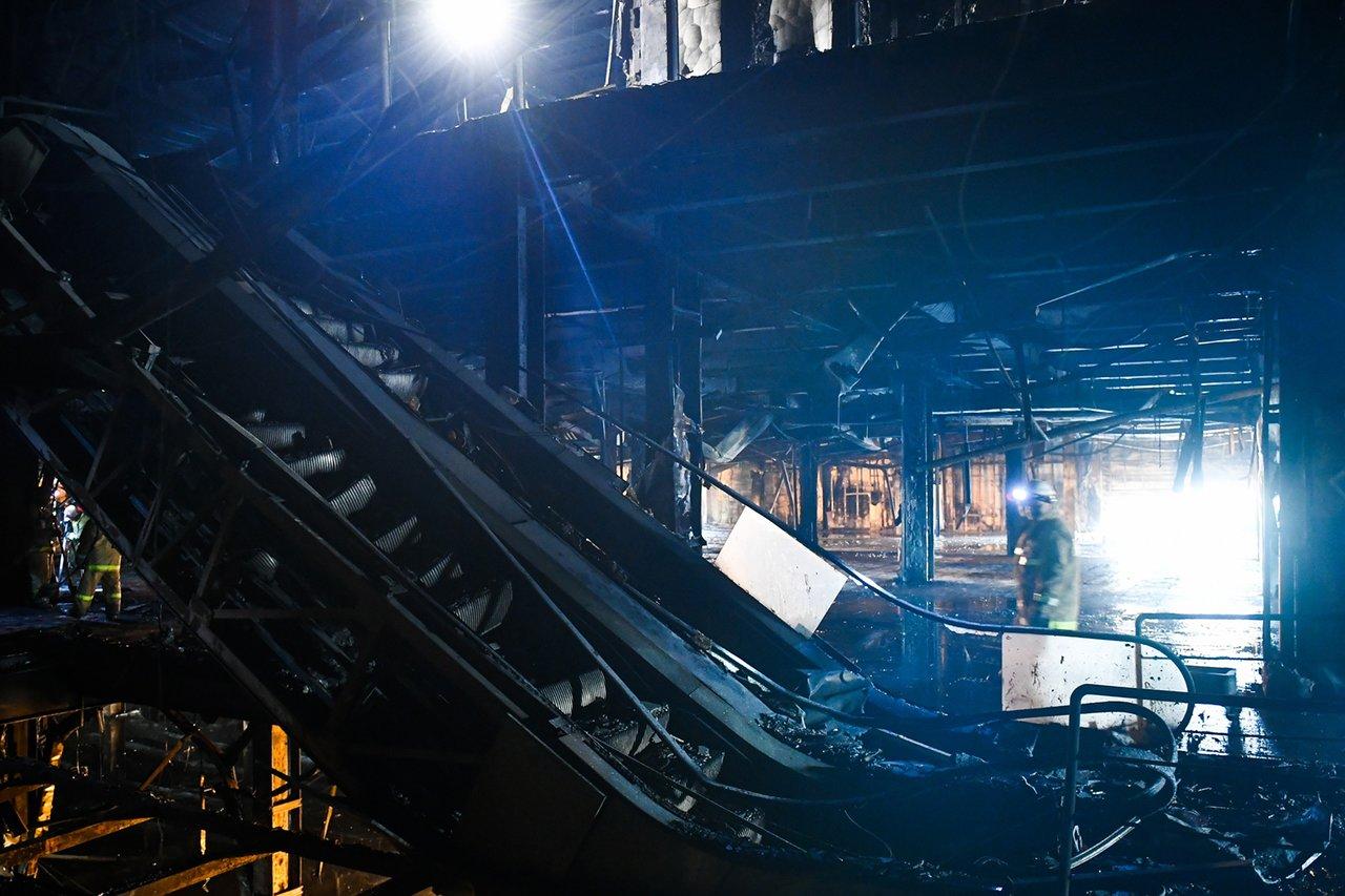 Внутренние помещения ТРЦ после пожара. Фото: Максим Григорьев / ТАСС / Scanpix / LETA.
