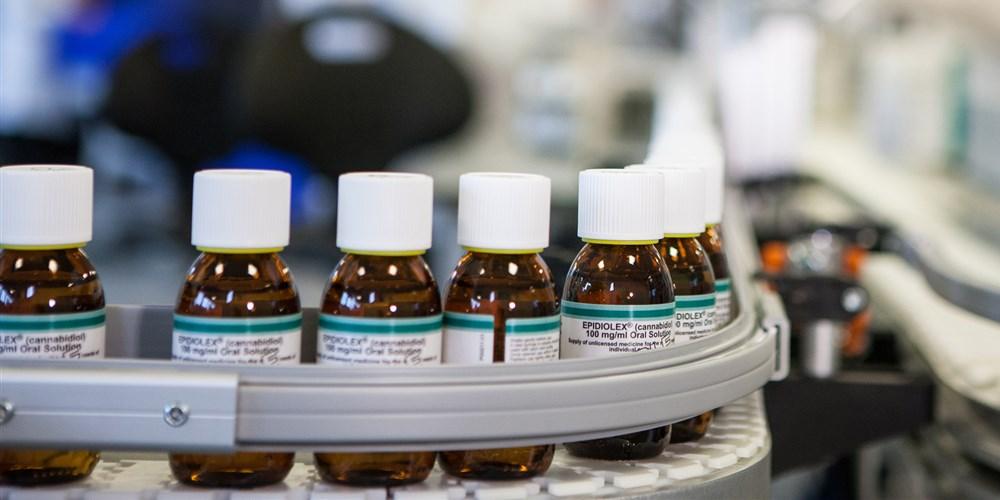Производство Эпидиолекса, нового препарата для лечения эпилепсии наоснове марихуаны.