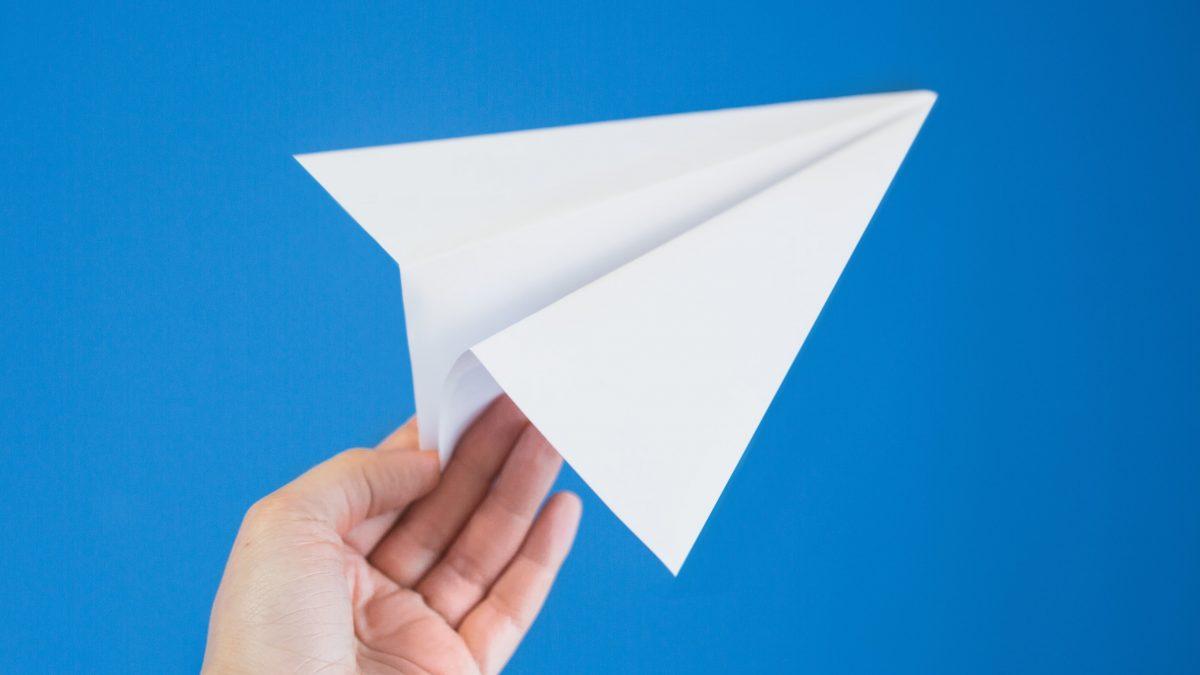Сможет ли этот бумажный самолётик взлететь натерритории России, пока неизвестно. Суд решил, что нет.