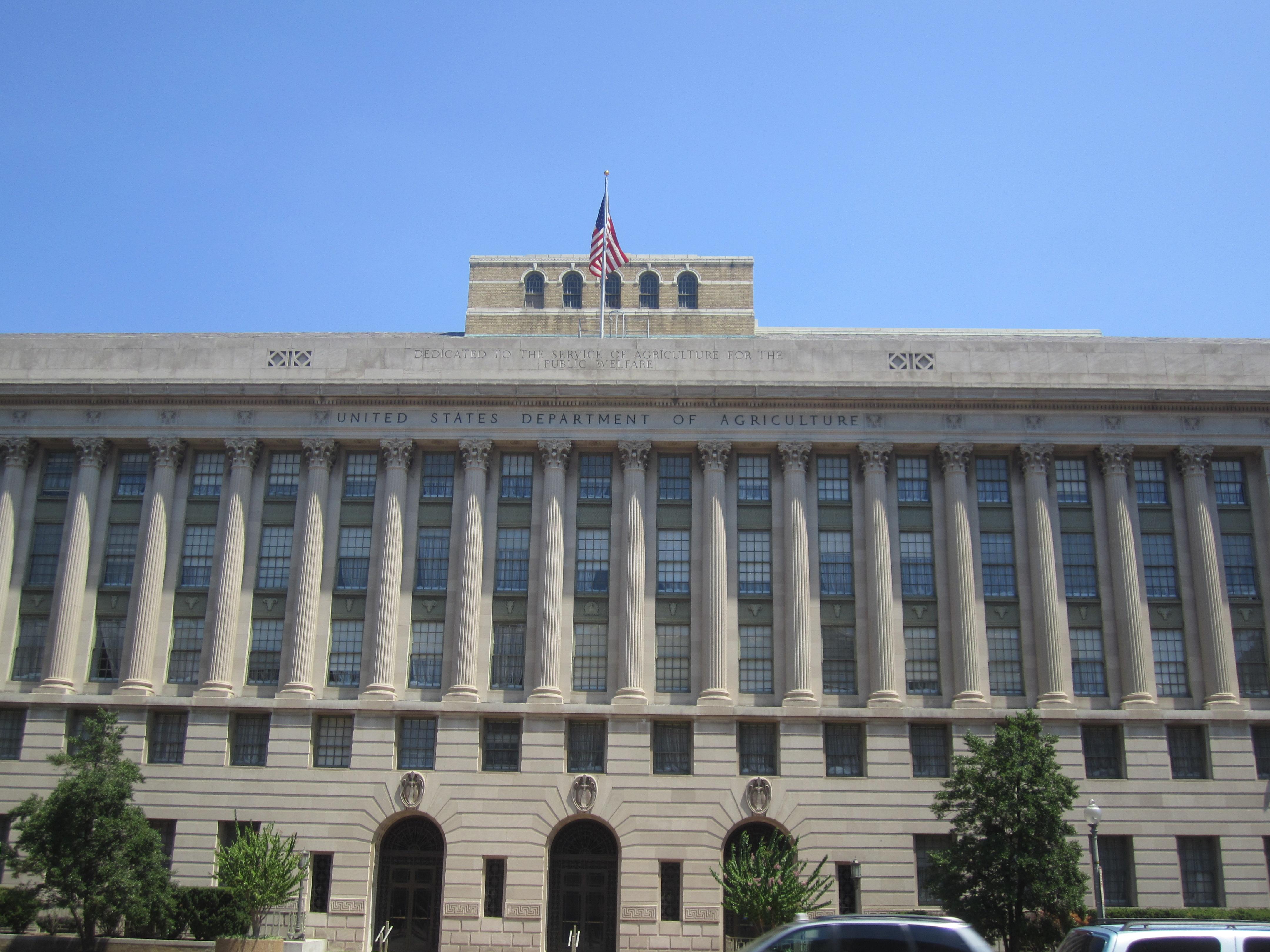 Здание Министерства сельского хозяйства США. Здесь знают, какие генетические модификации надо контролировать, акакие нет.