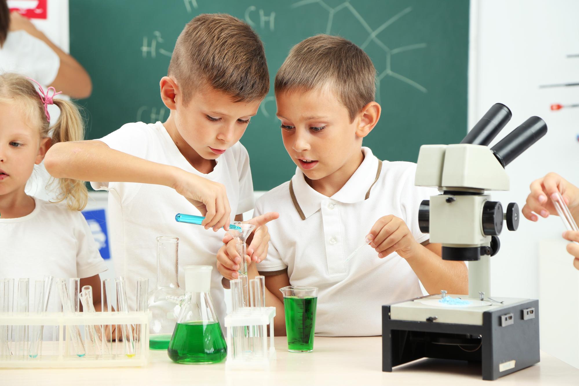 Образовательных проектов для детей вМоскве множество, и, конечно, нам неудалось охватить их все. Но, чтобы попробовать,этого хватит.