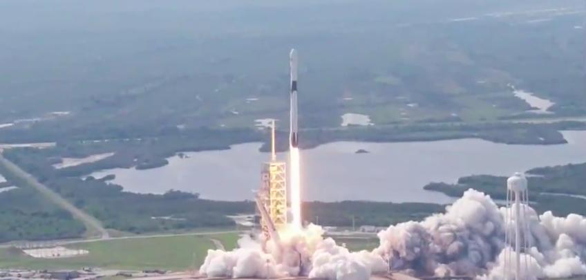 Первый старт <i>Falcon 9</i> <i>Block 5</i>— новейшей версии ракеты компании <i>SpaceX</i>.