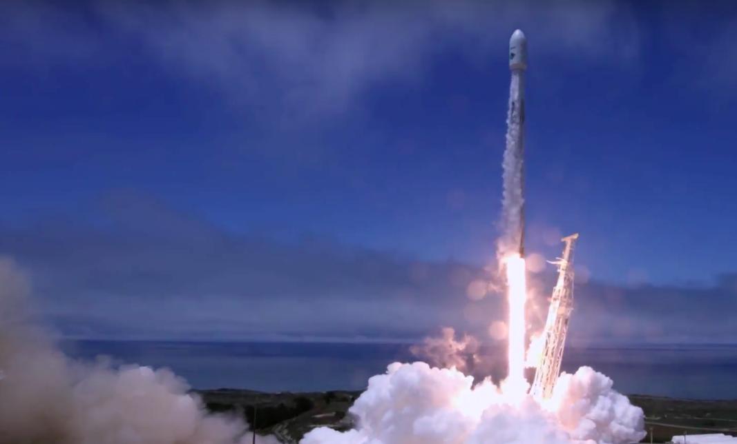 Десятый удачный пуск <i>Falcon 9</i> вэтом году.
