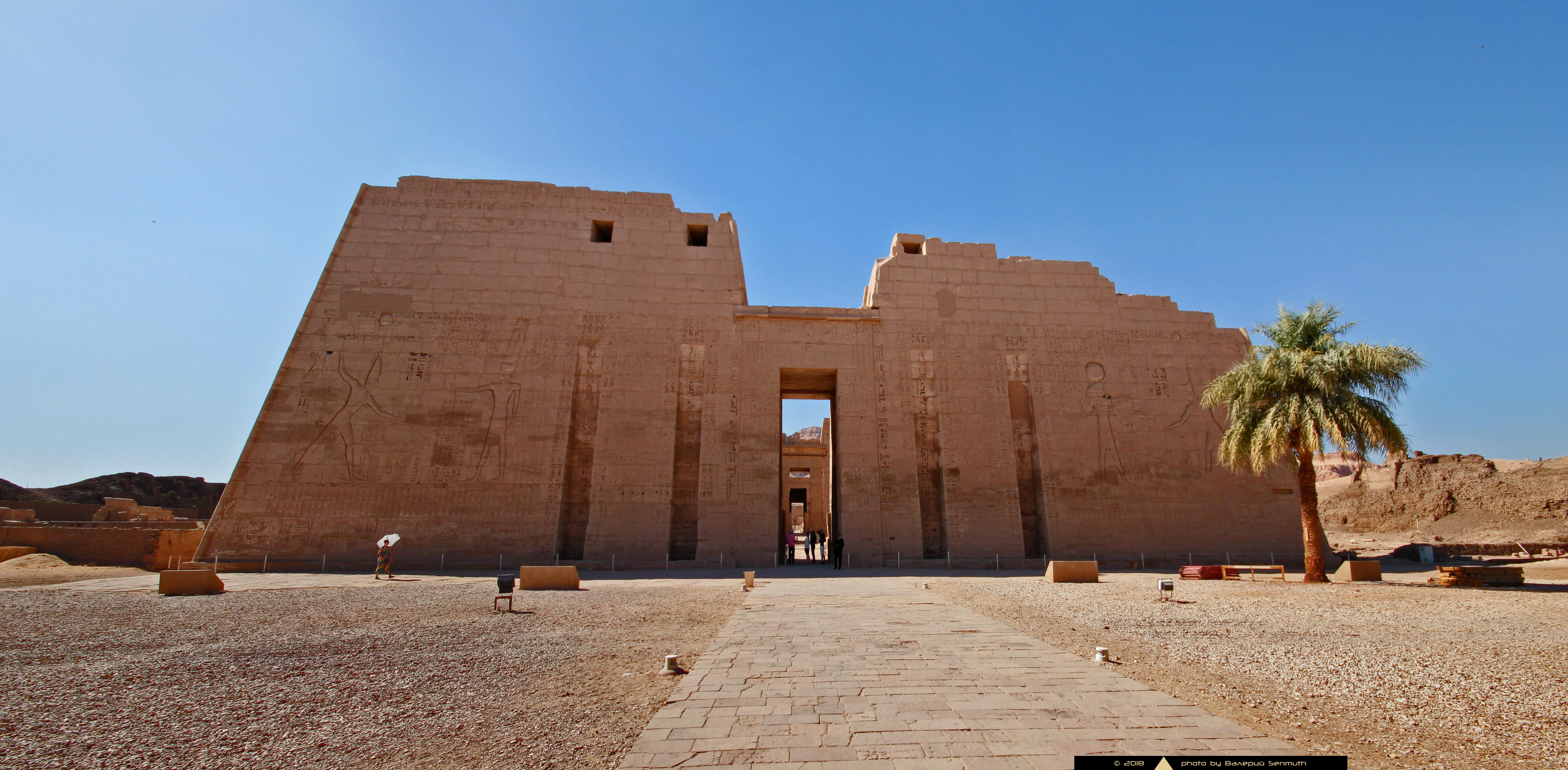 Мединет-Абу— Поминальный храм Рамсеса III