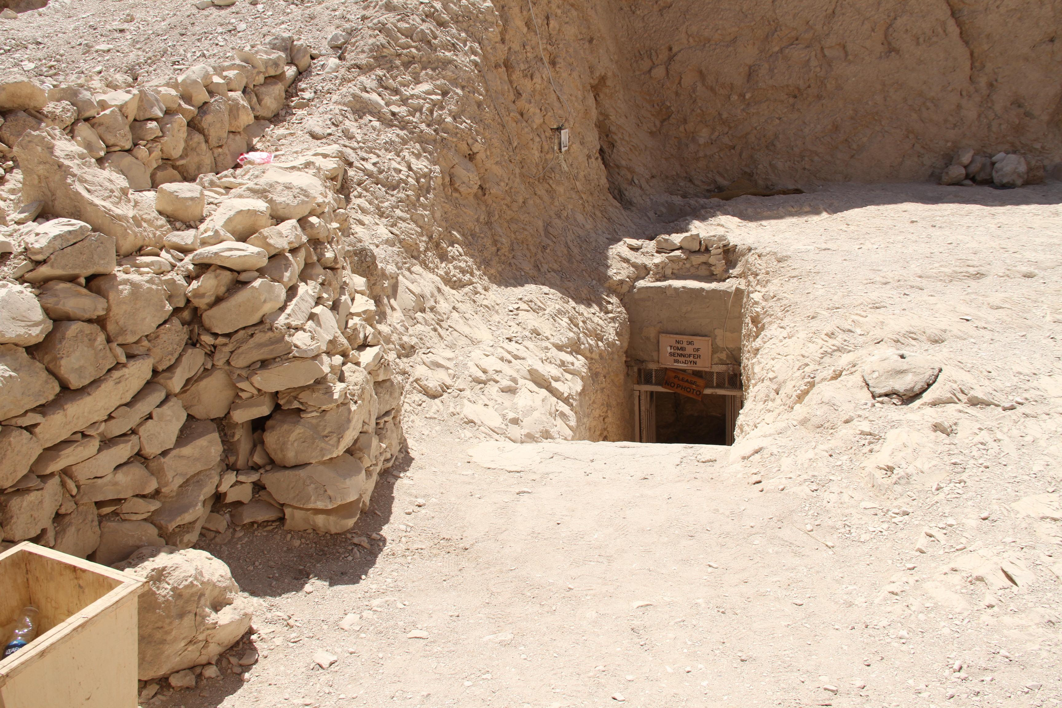 Спуск вочередную гробницу вДолине знати