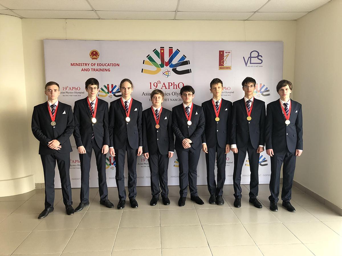 Российские школьники завоевали шесть золотых медалей на Азиатской олимпиаде по физике во Вьетнаме
