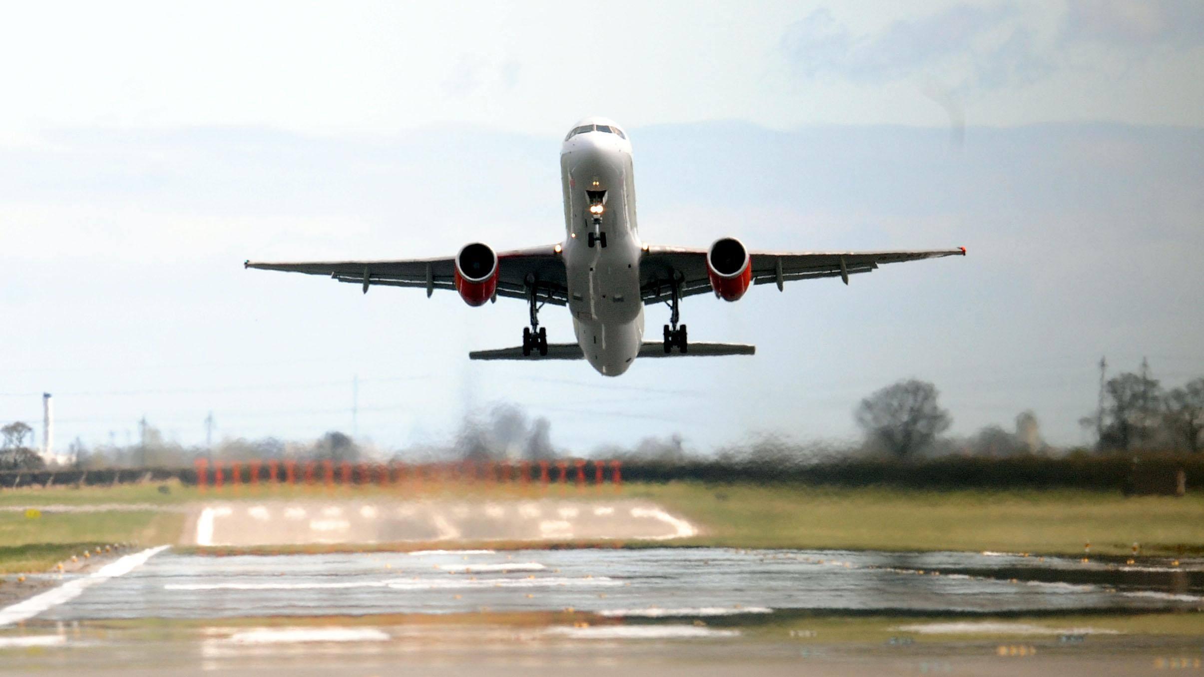 Самолёты выбрасывают много парниковых газов? Путешествуйте по стране наэлектричках.