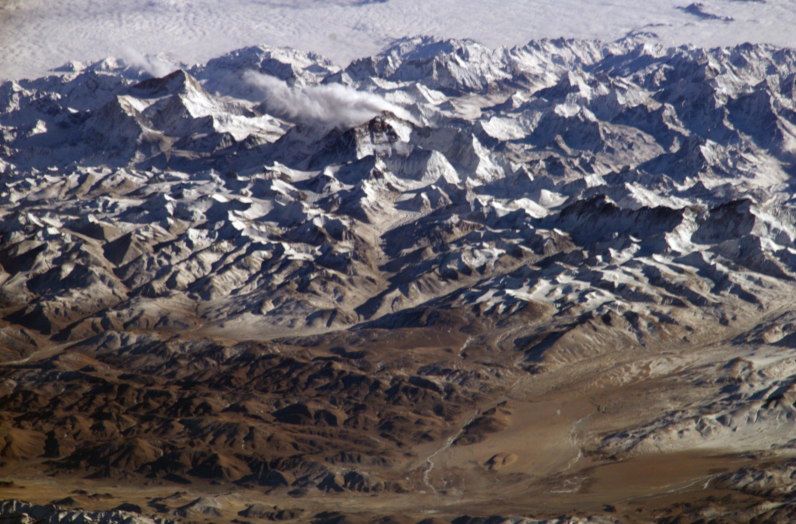 Тибетское нагорье: ледники, истоки крупных рек ипочти никаких осадков.