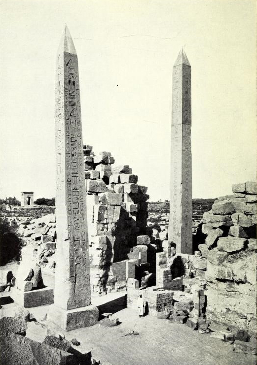 Рис. 2. Обелиски Тутмоса I иХатшепсут (справа) вКарнаке. Источник: The Study of the unfinished obelisk at Aswan (7)