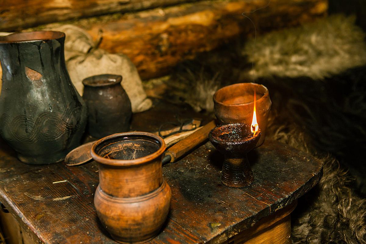 Светец, вкотором 20 граммов льняного масла, может гореть, примерно, 4 часа. || Фото: http://ratobor.com/