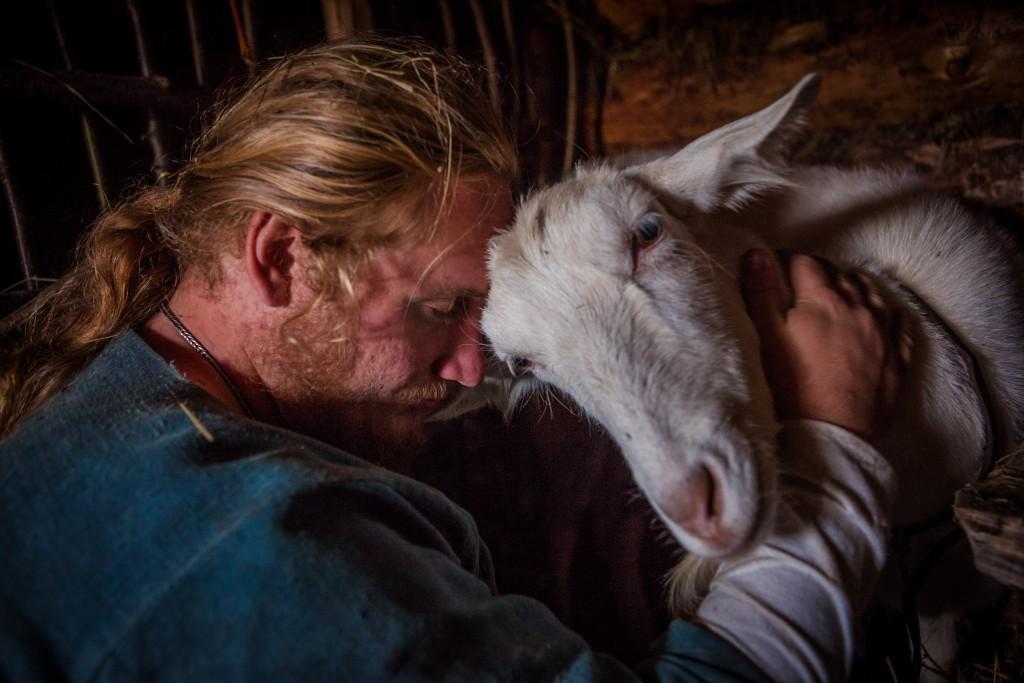 Павел икоза Глаша. По признанию самого Павла, всех коз звали «Глаша». || Фото: http://ratobor.com/