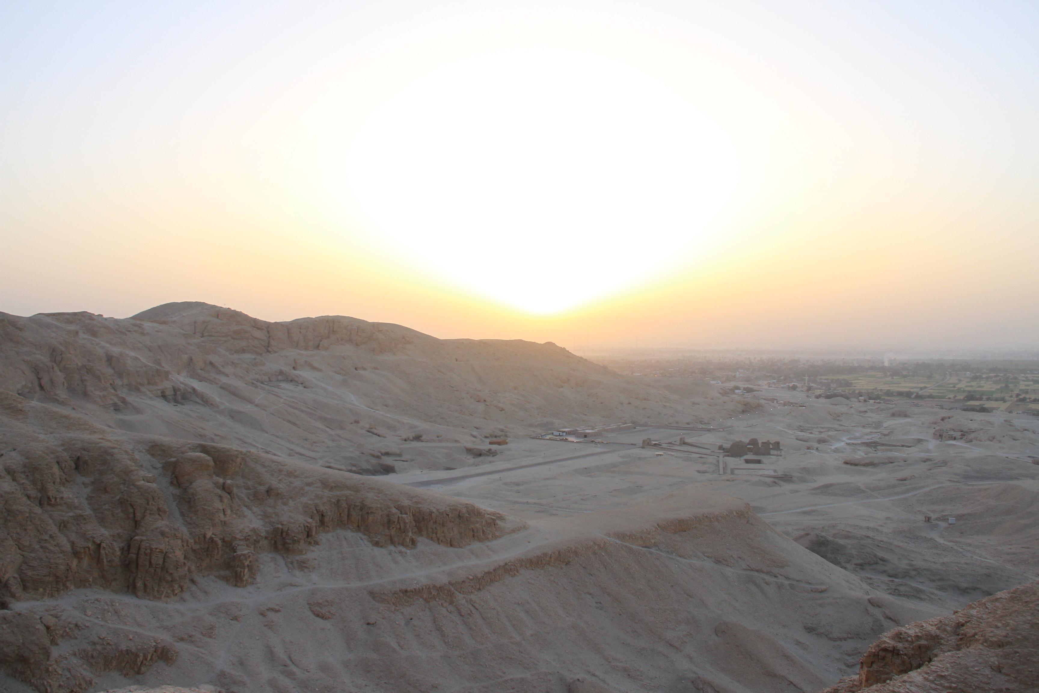Рассвет над Дейр-эль-Бахри