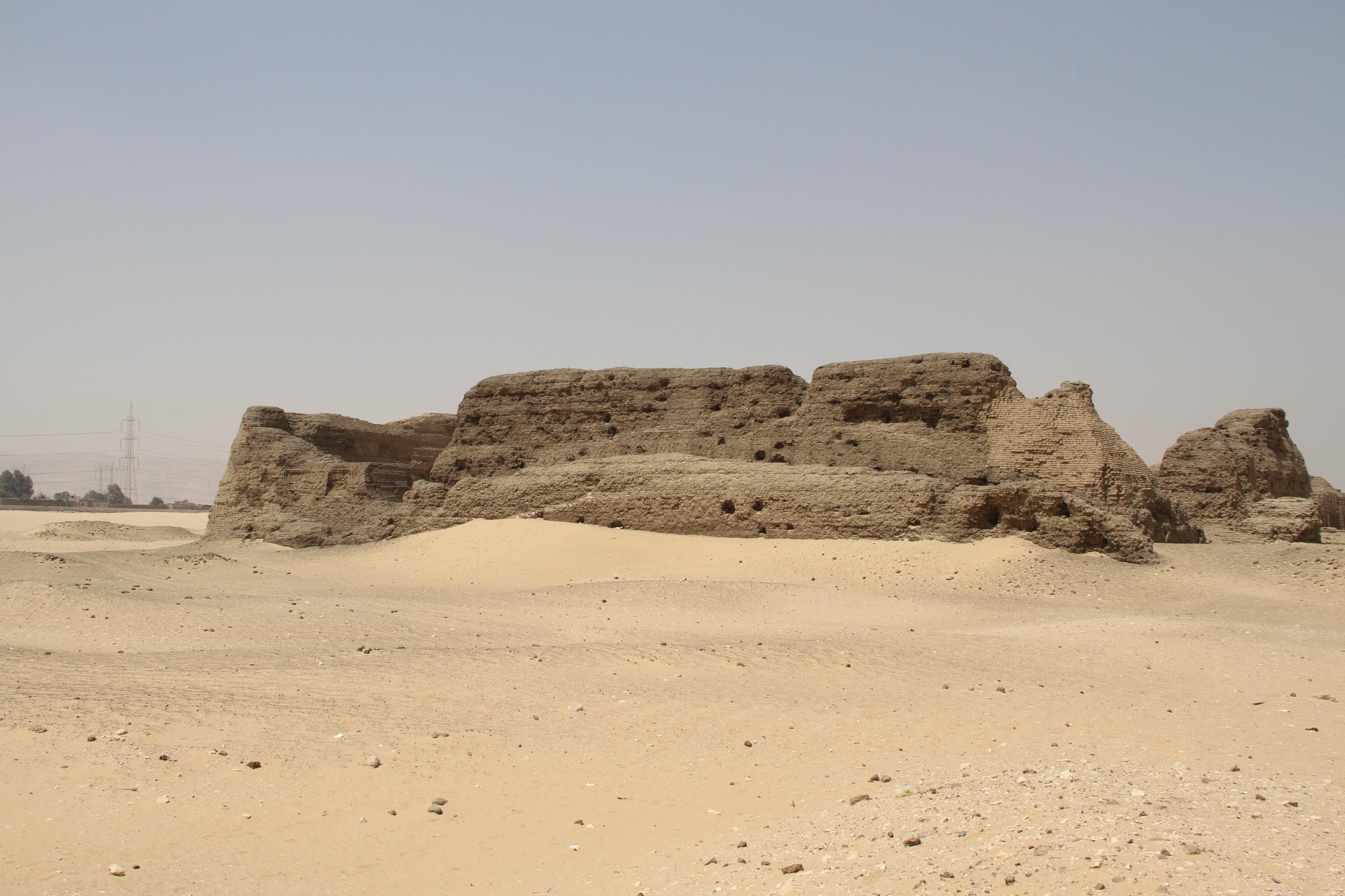 Шунет-эль-Зебиб— древнейшая кирпичная постройка вмире