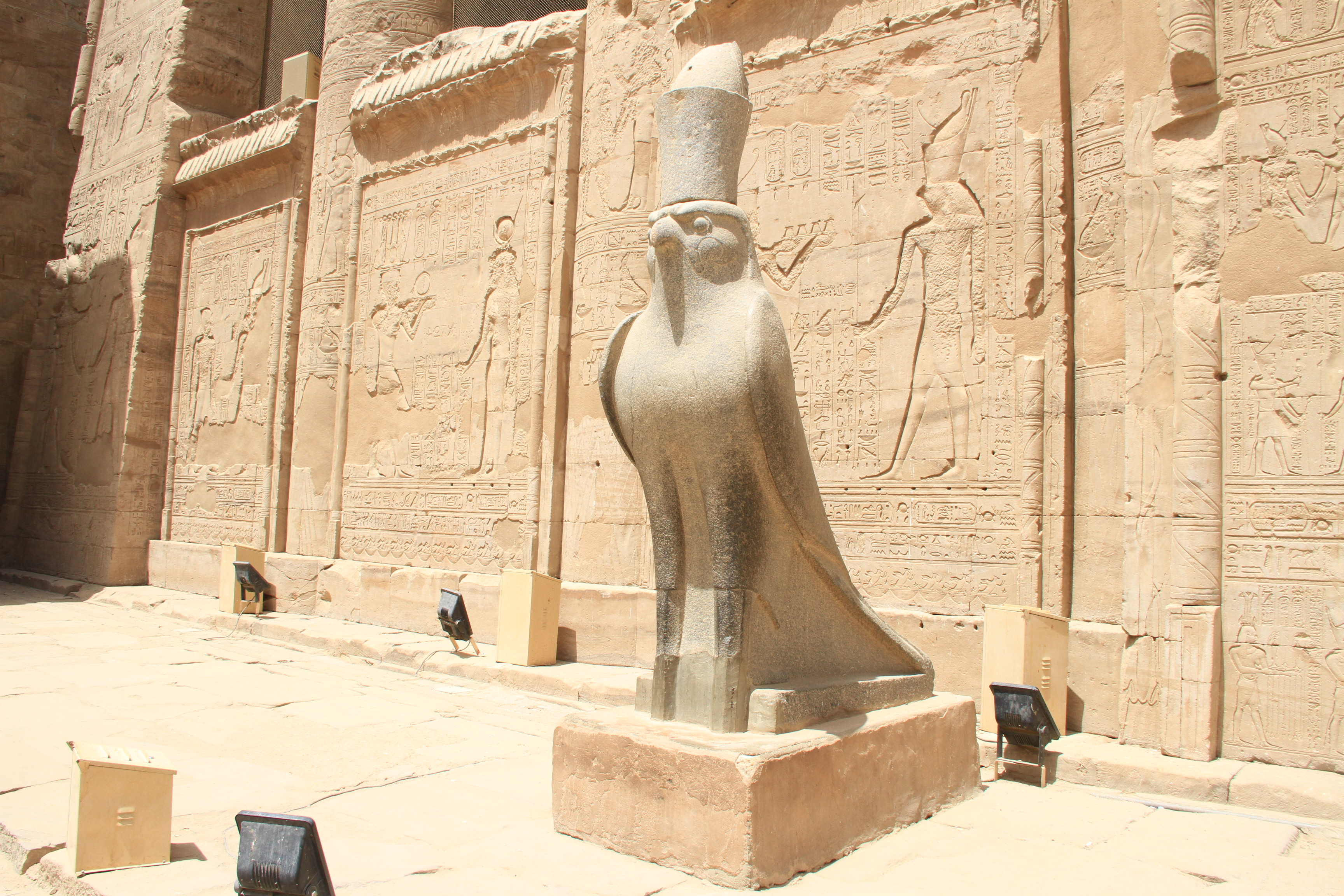 Статуя Хора вхраме Хора вЭдфу.