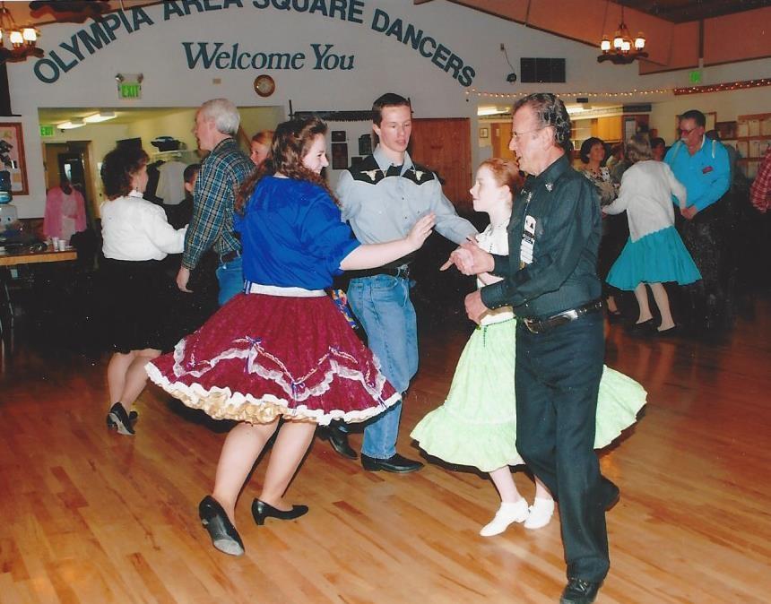 Примерно так выглядели любители национального танца вте годы.