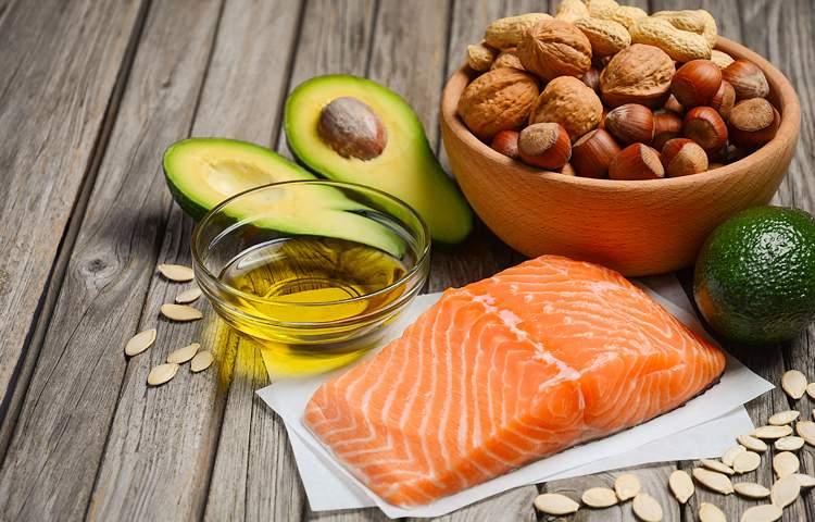 Рыба, орехи иавокадо— продукты, разрешённые купотреблению во время соблюдения кетодиеты.