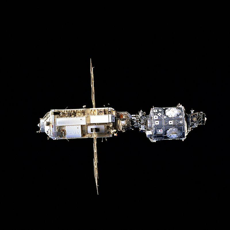МКС: начало. Российский модуль «Заря» (слева) и американский «Юнити».   Фото: NASA
