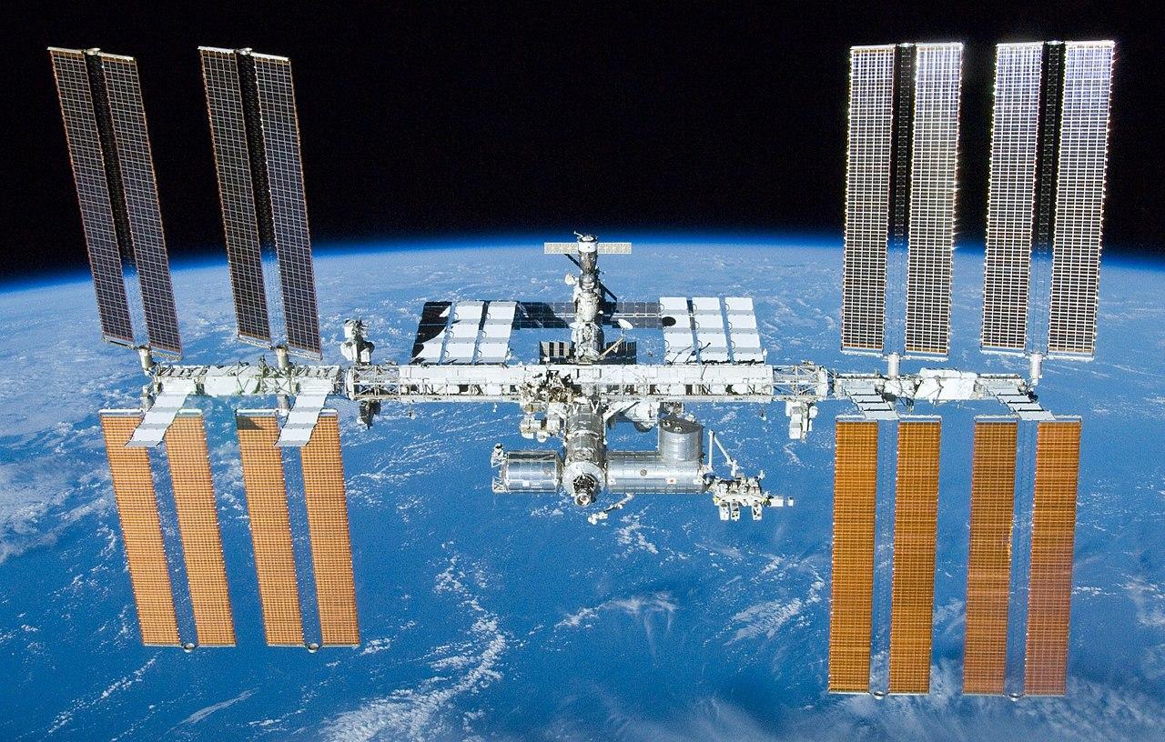 МКС наорбите Земли. Фото 2010 года. || Фото: NASA/Crew of STS-132.