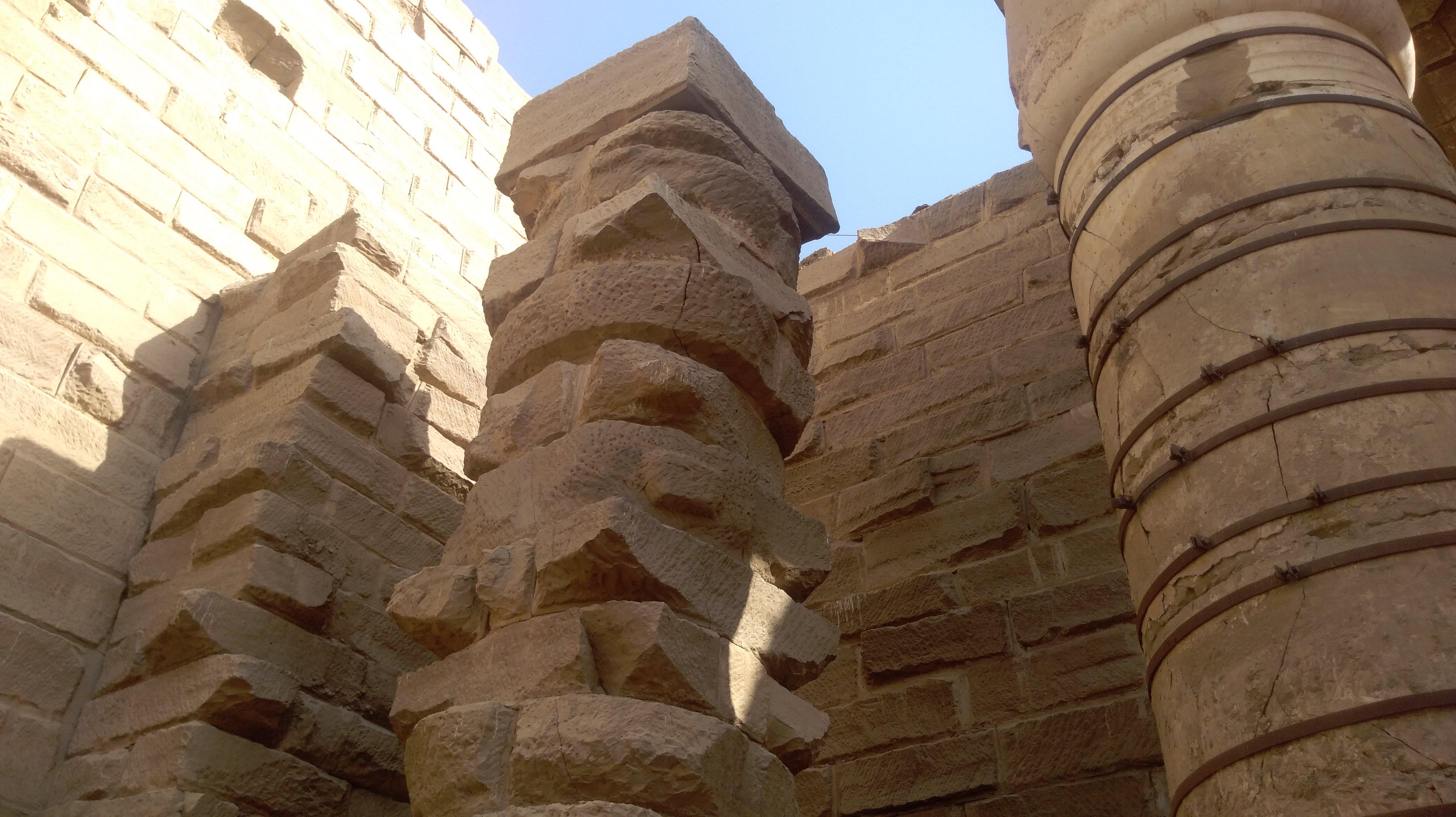 Незаконченные колонны вКарнаке