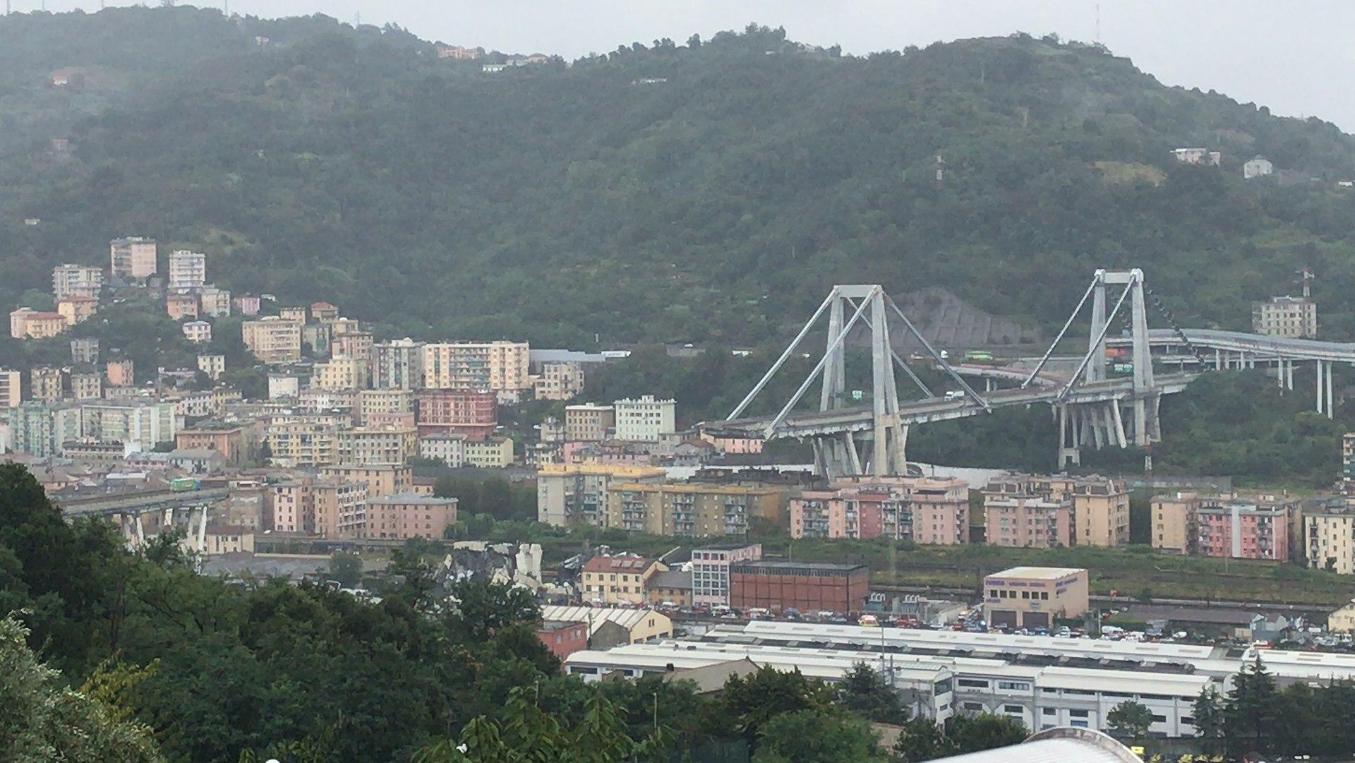 Рухнувший мост Моранди. Фото: Salvatore Fabbrizio.