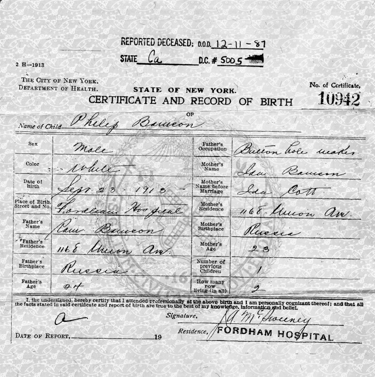 Копия свидетельства орождении Филлипа Бенсона, вкотором его имя неверно записано как «Филип Бамсон». Рождённый втот же день, что иДжим Коллинз, из-за случайности он поехал домой ссемьёй Коллинз.