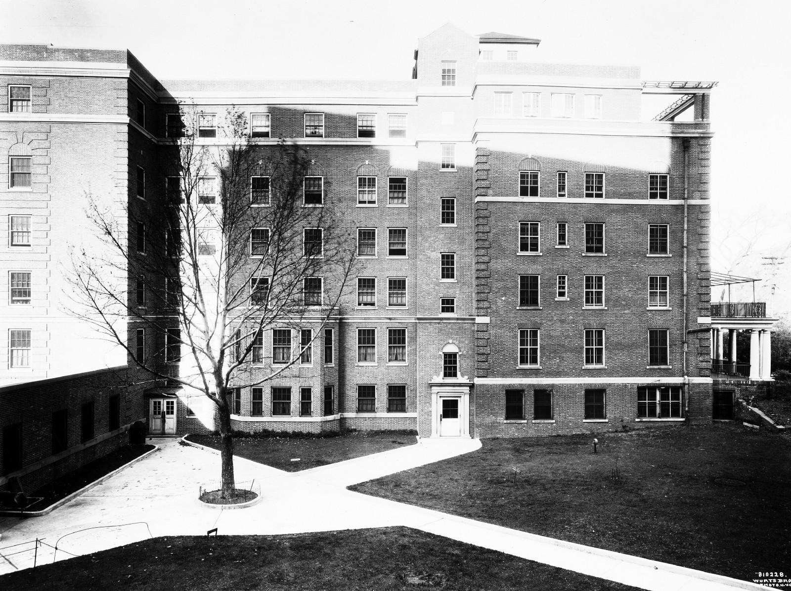Госпиталь Фордхэм вБронксе, где Джим Коллинз родился в1913 году. Фото: Wurts Bros./Museum of the city of New York