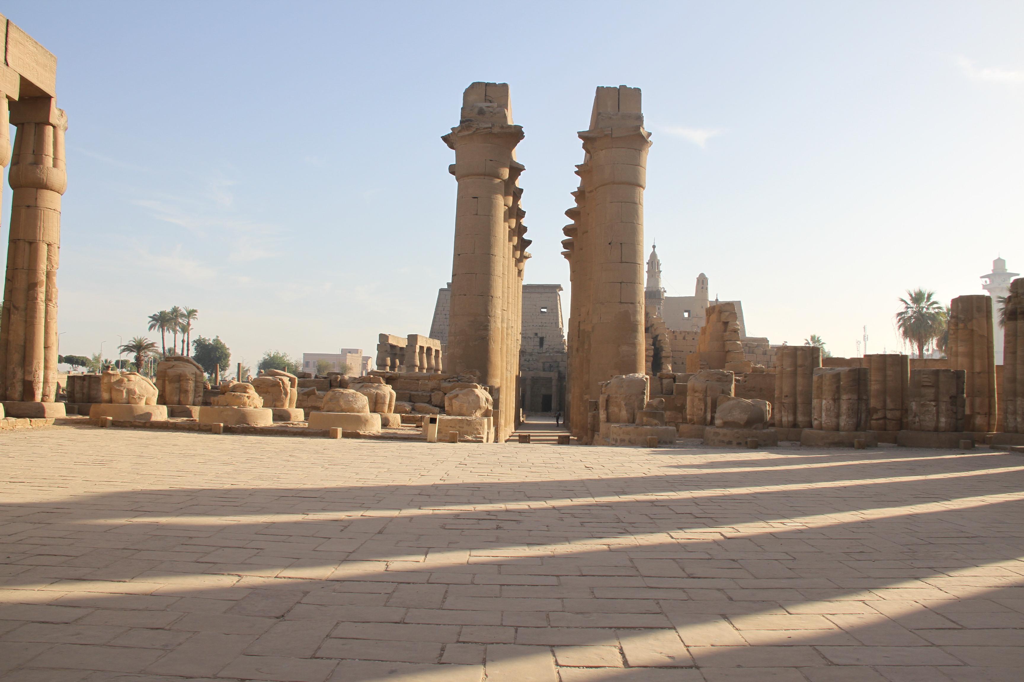 Луксорский храм. Колоннада процессии Аменхотепа III