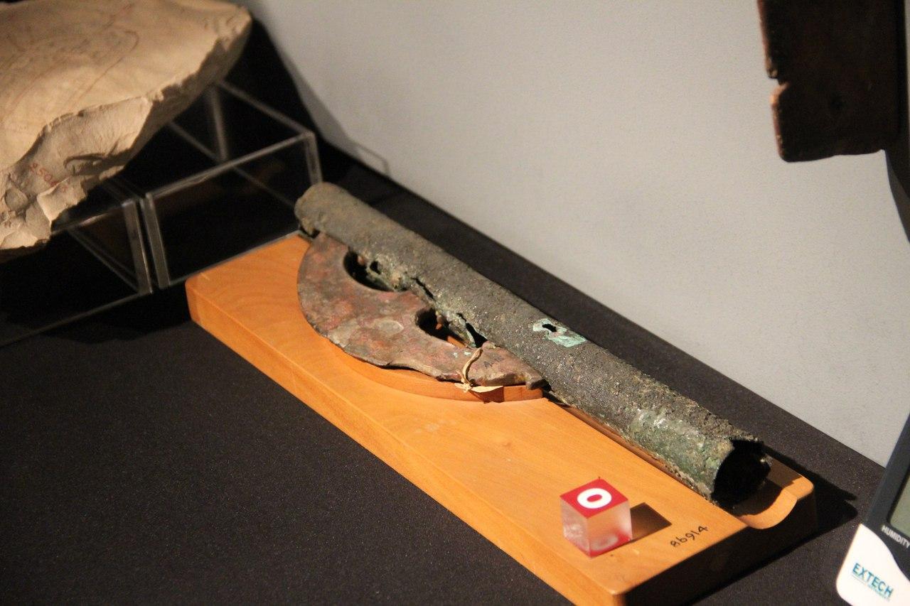 Топорик срукоятью из медной трубки. Луксорский музей