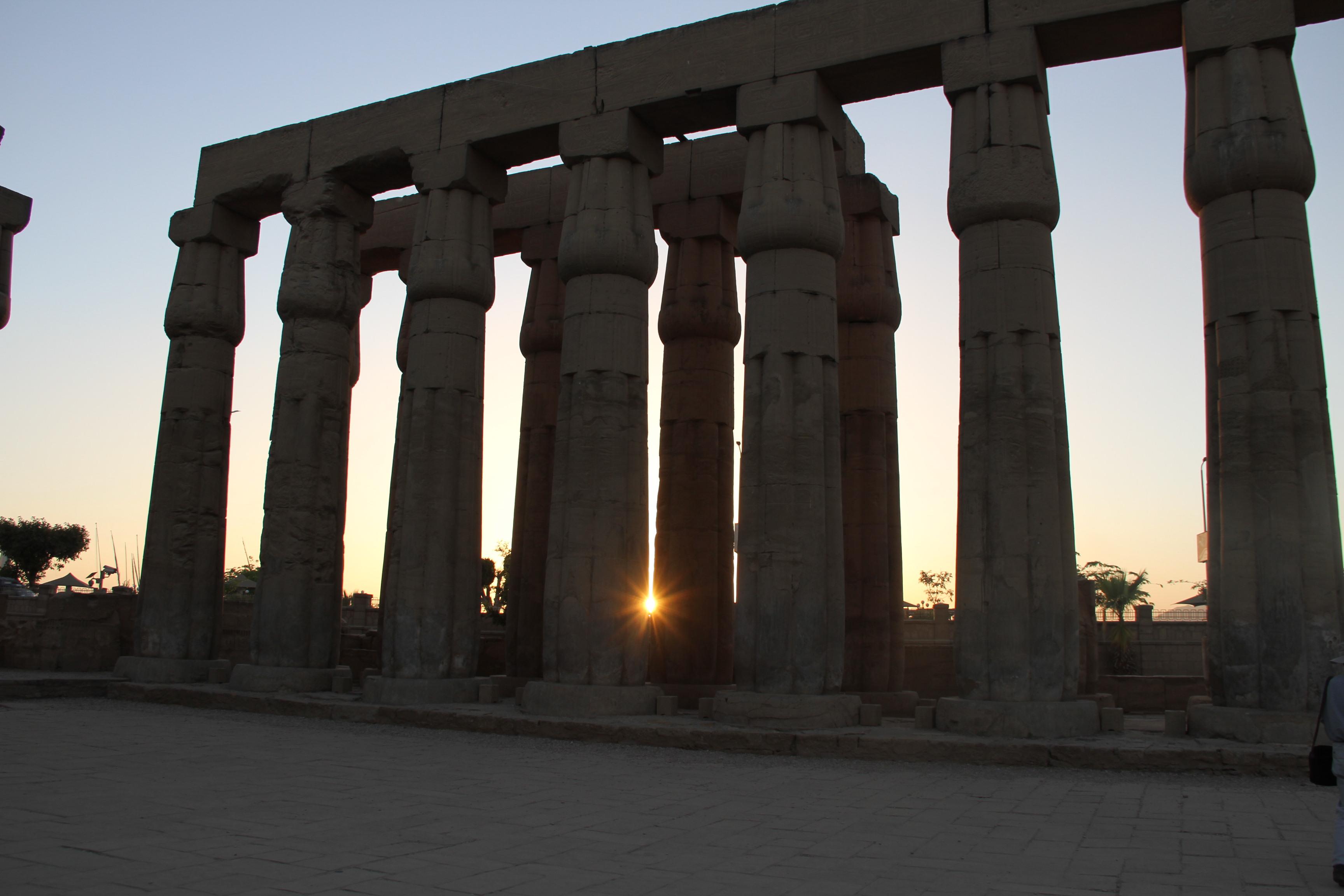 Последние солнечные лучи вЛуксорском храме