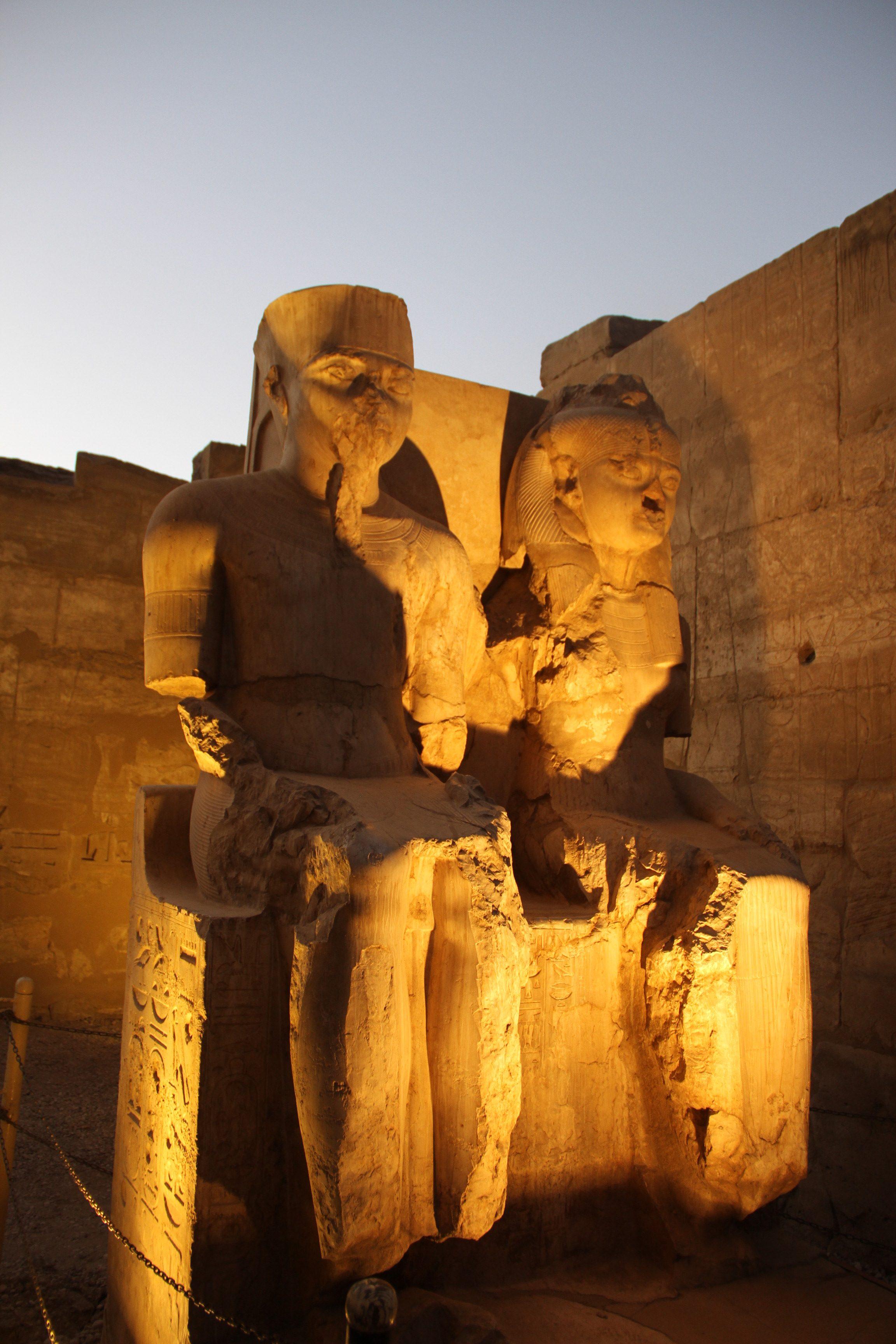 Парная статуя вЛуксорском храме