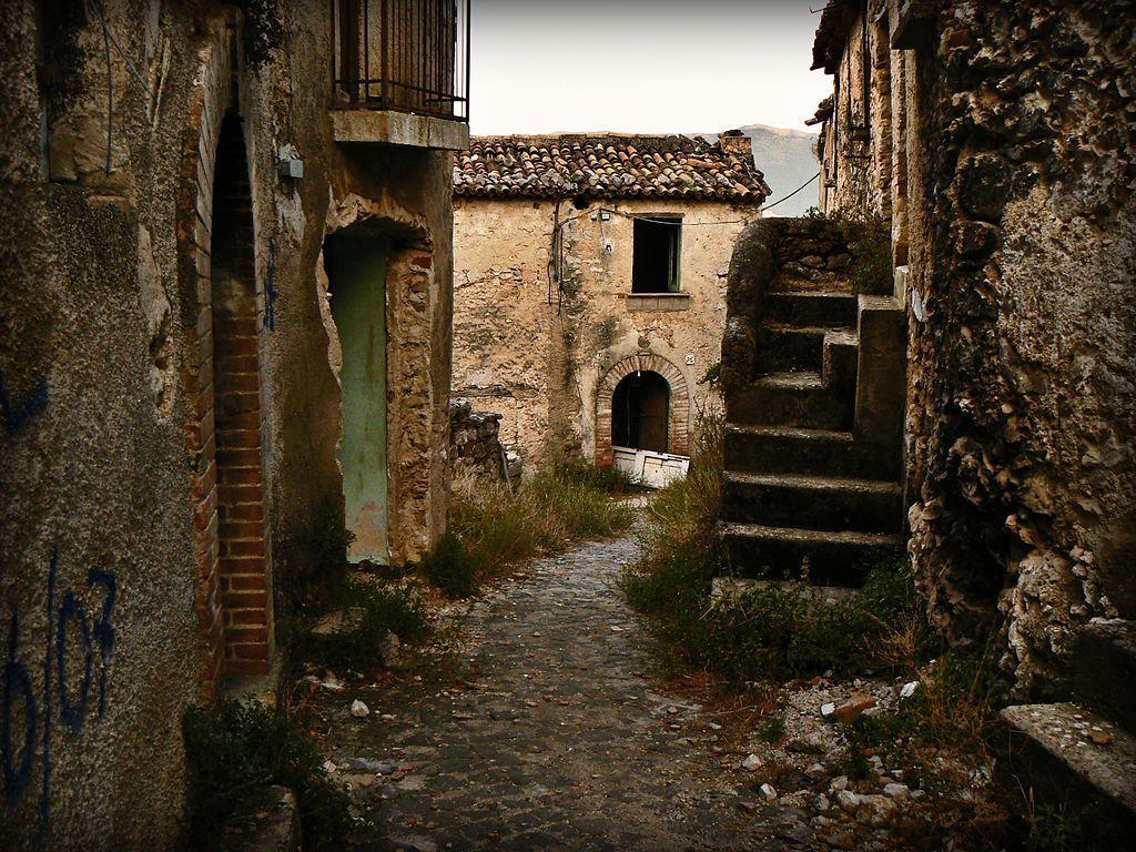 Заброшенная деревня вИталии