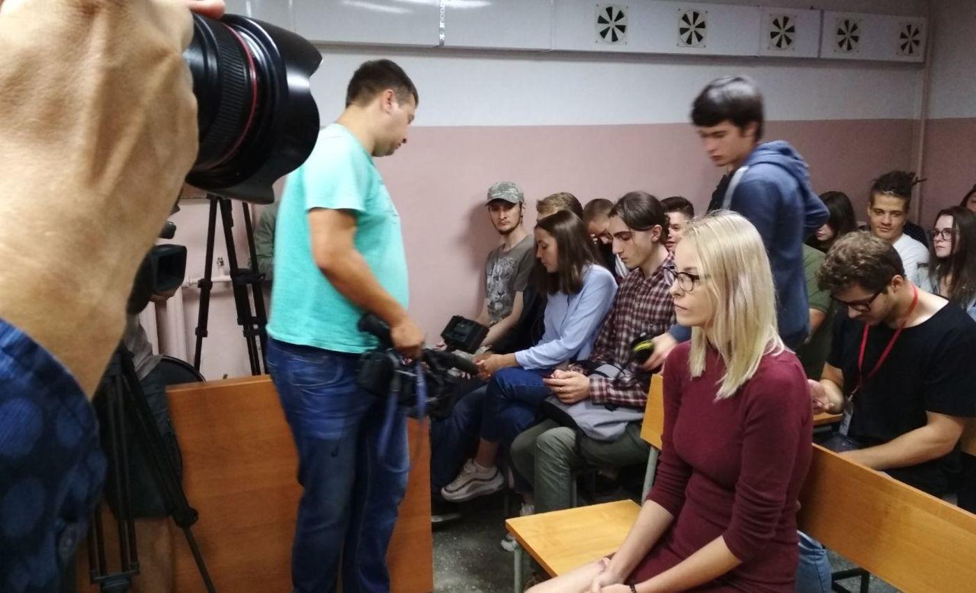 Обвиняемая Мария Мотузная взале Индустриального суда Барнаула.