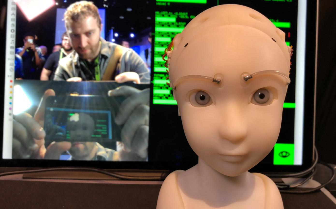 Этот робот будет свами поддерживать зрительный контакт.