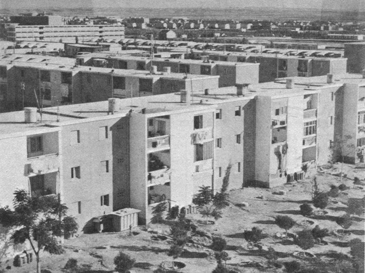 """Израильские """"шикуны"""" посреди пустыни для расселения новых граждан."""